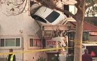 В США автомобиль въехал во второй этаж клиники