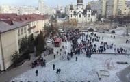 """Во Львове из """"заминированной"""" школы эвакуировали 700 человек"""