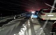 Под Запорожьем десятки фур застряли на дорогах из-за непогоды