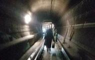 В США поезд метро сошел с рельсов, люди шли пешком по тоннелю