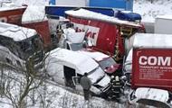 Більш як 30 автомобілів зіткнулися через снігопад у Чехії