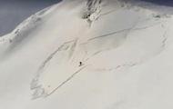 В Карпатах сноубордист чудом ушел от лавины