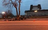 В Ужгороде авто с иностранцами врезалось в дерево: три жертвы
