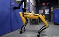Робот-собака Boston Dynamics сама открывает двери