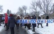 Под Хмельницким из-за закрытия школ учителя и родители перекрыли дорог