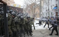 Столкновения под судом: ранен полицейский