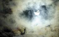В сети делятся снимками первого солнечного затмения в 2018 году