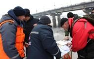 В Киеве водолазы ищут тело прыгнувшей с моста иностранной студентки