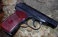 Грабитель подстрелил себя из пистолета, которым бил жертву