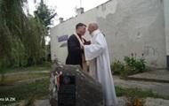 Near Lviv broke a memorial plaque to the Polish king
