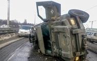 В Киеве возле метро перевернулся броневик Cougar