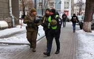 У Києві на вулиці вивели озброєні патрулі