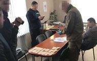 В Донецкой ВГА за взятку задержали чиновника
