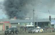 В Санкт-Петербурге горит автоцентр