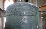 В Германии неизвестный стер в церкви свастику с