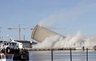 В Дании башня упала на библиотеку