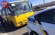 В Киеве маршрутка врезалась в авто полиции