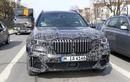 Салон кросовера BMW X7 показали на фото