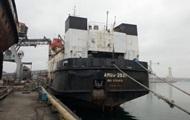 Под Одессой моряк больше месяца живет в рубке корабля, требуя зарплату