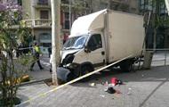 В Барселоне грузовик въехал в толпу людей