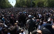 Протестующие начали блокировать центральные улицы Еревана