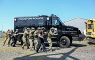 В США прошел тренинг SWAT и украинского спецназа