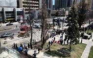 В Торонто грузовик въехал в толпу пешеходов