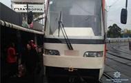 В Киеве на ходу сломался трамвай, ранена женщина