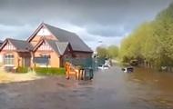 Английский город затопило из-за прорыва трубы