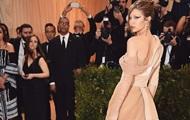 Фото Джиджи Хадид в эффектном платье стало хитом