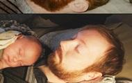 Идентичные снимки двух отцов стали хитом Сети