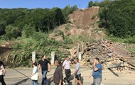 На Закарпатье оползень разрушил жилые дома