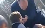 В РФ депутат ударил школьника по лицу