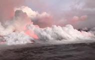 На Гавайях потоки лавы достигли океана