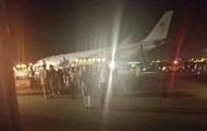 В Саудовской Аравии самолет экстренно сел из-за поломанного шасси