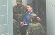 Савченко на автозаке привезли в суд