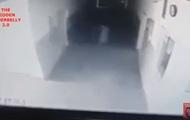 Преследующее девушку привидение попало на видео