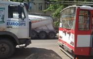У Миколаєві зіткнулися тролейбус і вантажівка, є постраждалі