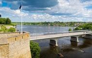 Эстония демаркировала границу с РФ на озерах