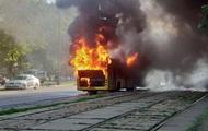 В центре Киева взорвался и сгорел автобус
