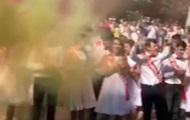 В Днепре школьную линейку покрыл зеленый дым