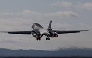 США перебросили в Европу четвертый бомбардировщик