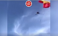 Смертельное падение парашютиста сняли на видео