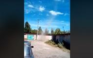 На Сумщине сняли на видео смерч, срывающий крышу