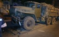 В Николаеве военный грузовик снес светофор