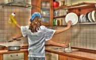 В Украине 70% мужчин уверены, что место женщины у плиты - опрос
