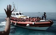 Франция готова принять часть беженцев из судна Aquarius