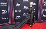 Кристина Агилера представила первый за шесть лет альбом