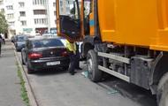 В Киеве мусоровоз задавил пенсионерку