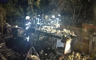 В Киеве полностью сгорел дом с двумя людьми внутри